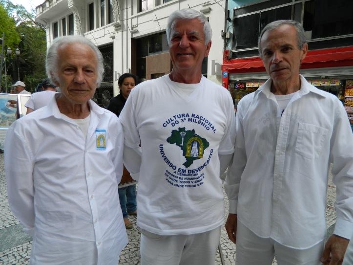 (da esq. para a dir.) Os aposentados Nelson Baccaro, de 86 anos, José Molina, de 71, e José Gomes Soares, de 68