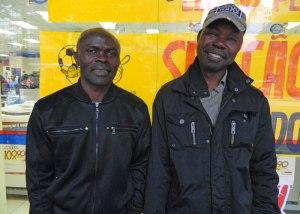Os nigerianos Nureni e Samuel