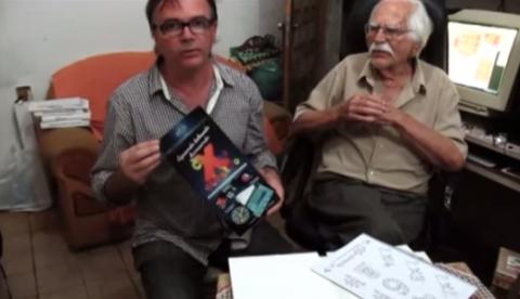 Hermenegildo com seu filho, Fabio Garcia, que desenvolveu o marketing do jogo