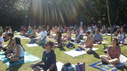 Aulas são cada vez mais cheias (Foto: Divulgação/Yoga ao Ar Livre)